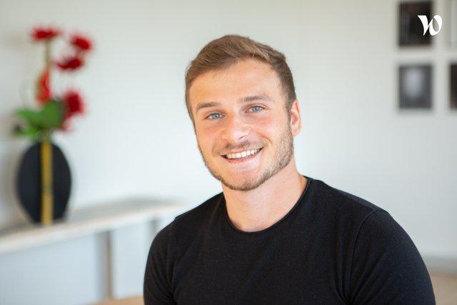 Rencontrez Max, Assistant projet Web - La Française