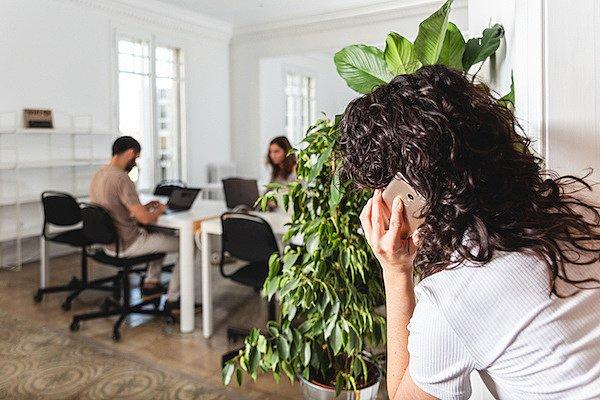 Dělají nás pracovní prostředí paranoidní?