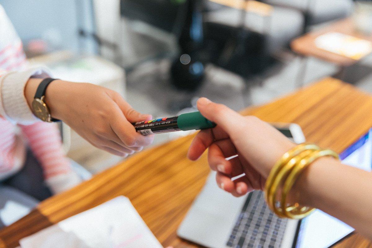 """""""Prodejte mi tohle pero."""" Jak se s tímto úkolem vypořádat?"""