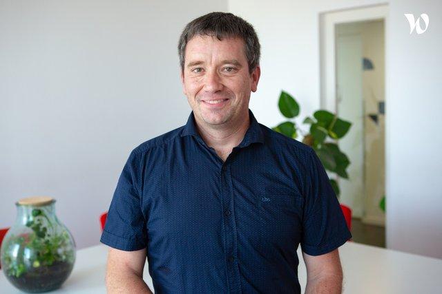 Rencontrez Julien, Directeur des opérations - Solaire Box
