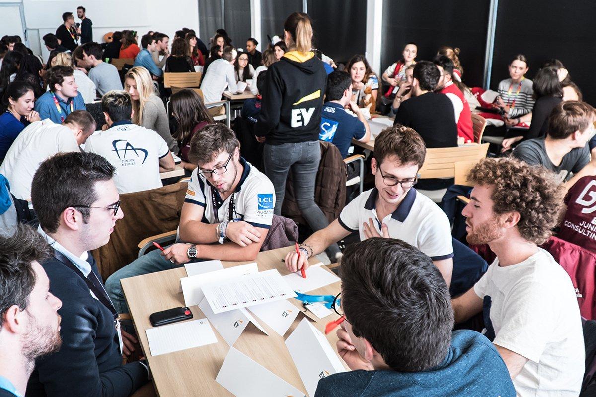 Association étudiante : un bon moyen d'étoffer son CV ?