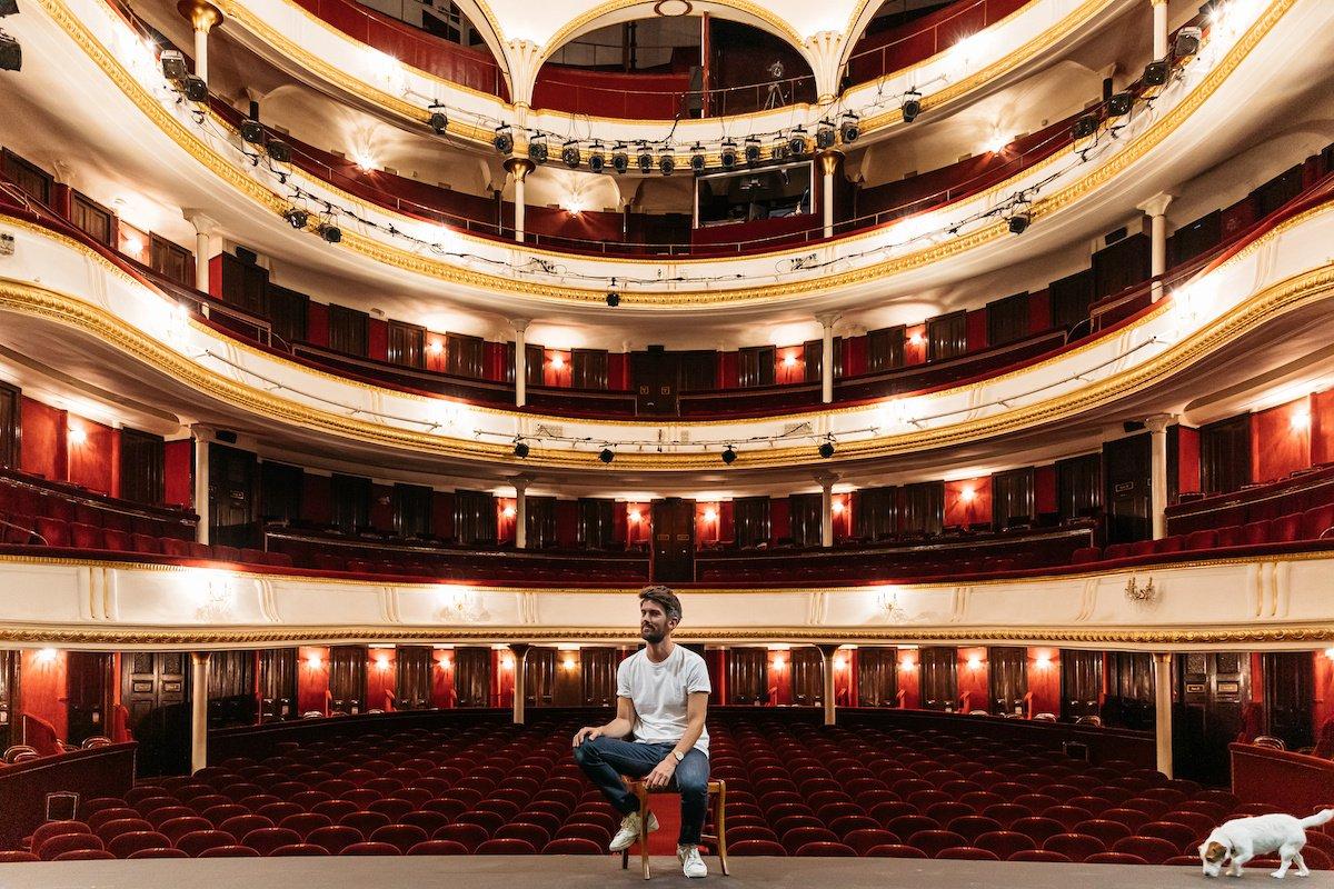 Jean-Robert Charrier, plus jeune directeur de théâtre