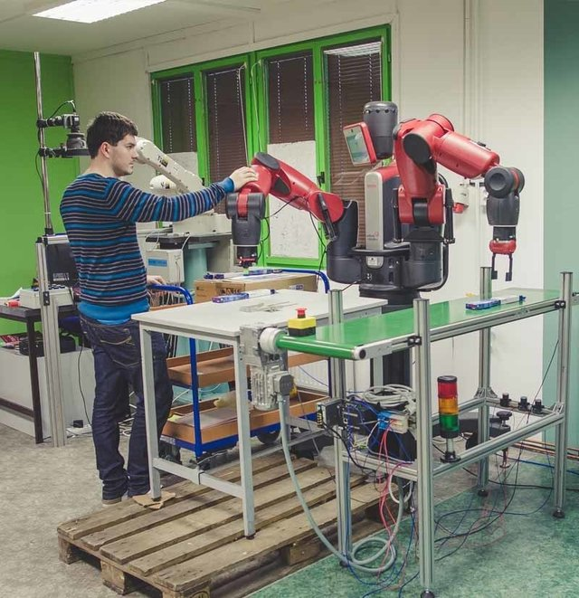 Spolupráce člověka a robotických technologií - TNS SERVIS