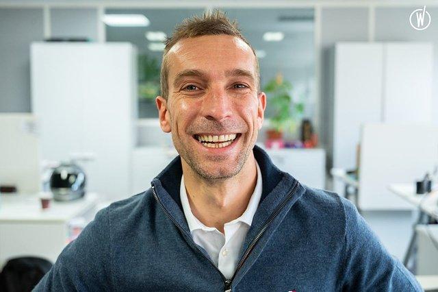 Rencontrez Simon, International Sales Deputy Director - Enovacom
