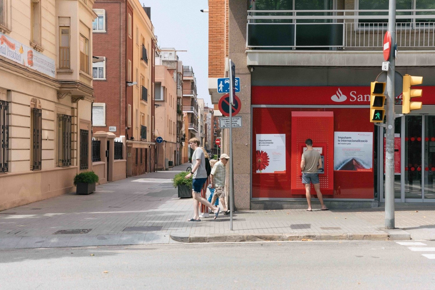 How to manage your money in Barcelona?