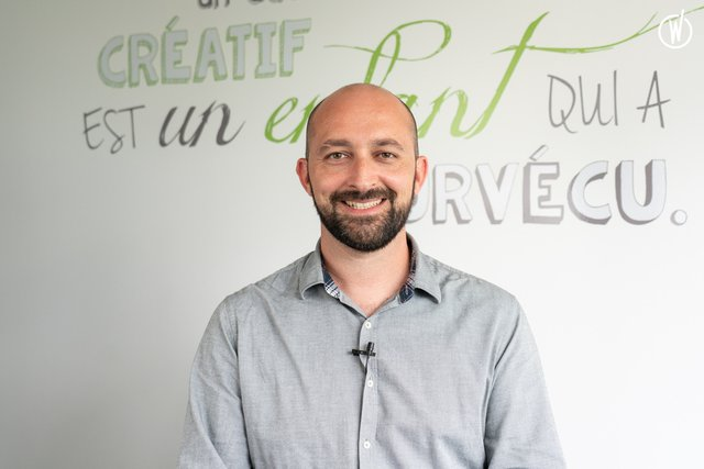 Découvrez Nicolas, Directeur de création associé - Just Happiness