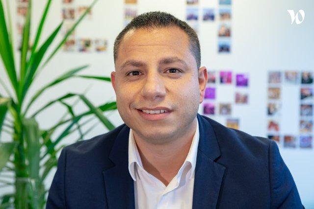 Rencontrez Bernard, Directeur Commercial Abonnement - HITECHPROS