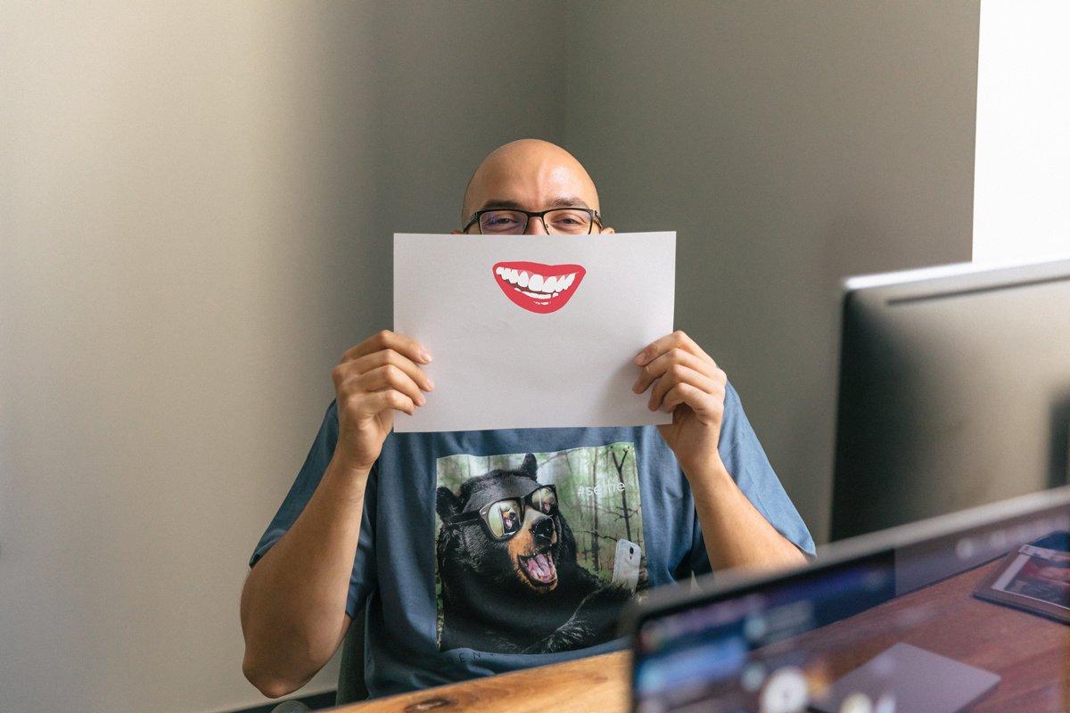 Quels sont les bénéfices du rire au travail ?