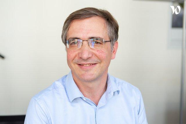 Rencontrez Pascal, CEO - CCM Benchmark Group