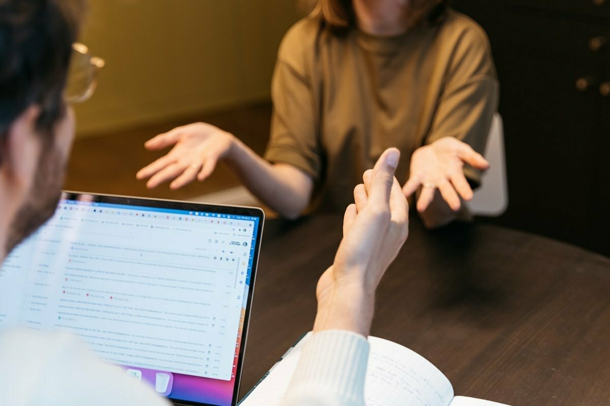 Por qué (y cómo) mostrar desacuerdo durante una entrevista