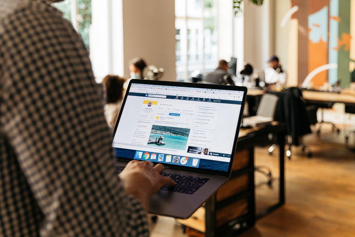 Pourquoi mettre « en recherche » sur LinkedIn peut nous desservir