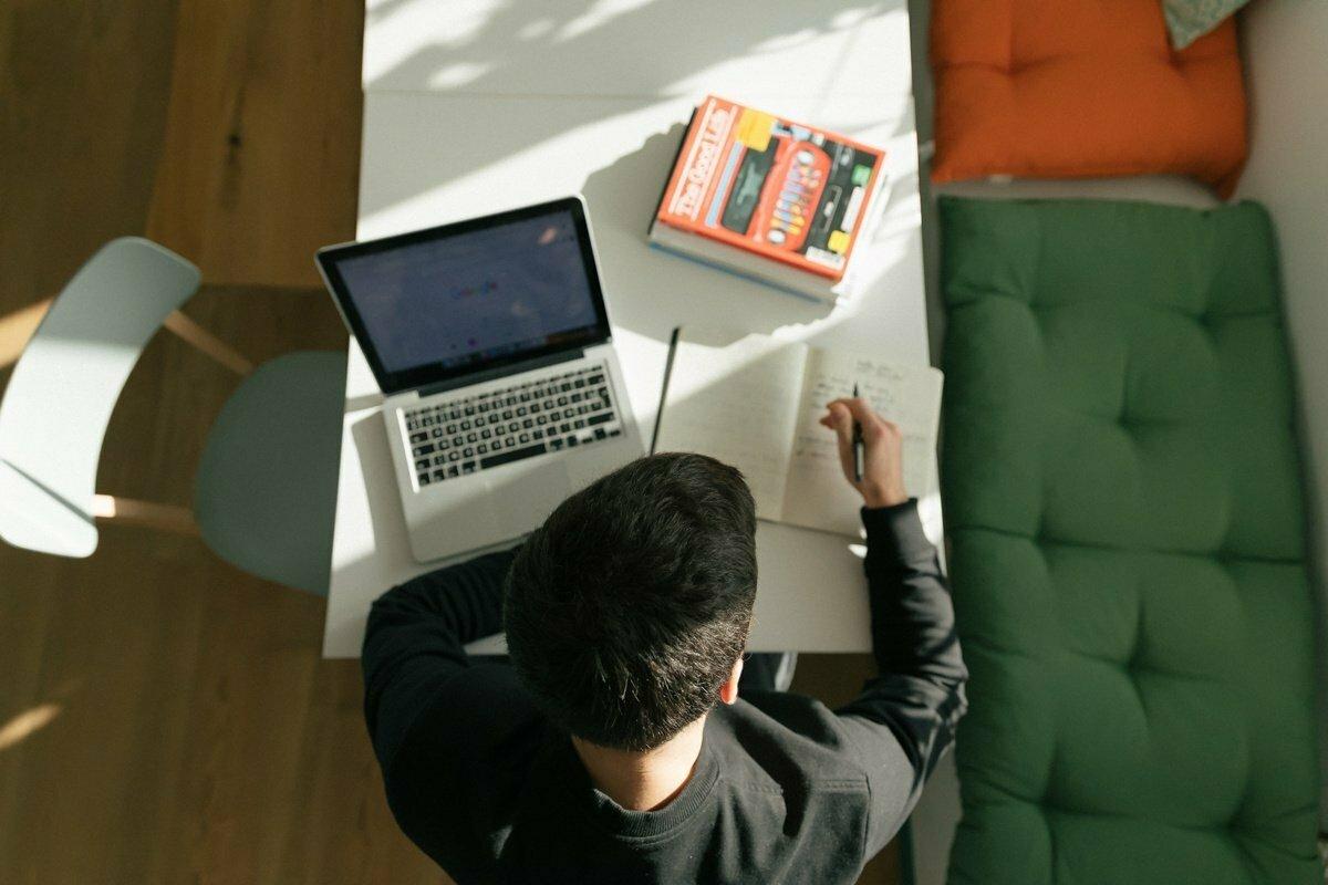 Jak si jednoduše přetvořit domov na kvalitní home office