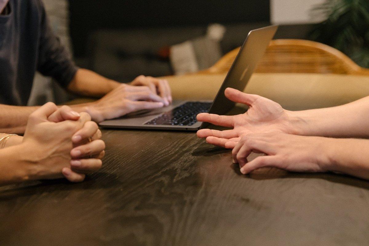 Todo sobre la comunicación no verbal en la entrevista de trabajo