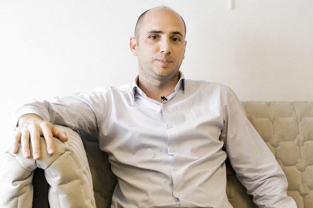 Rencontrez Adrien, Responsable Commercial & Avant Vente - Viareport