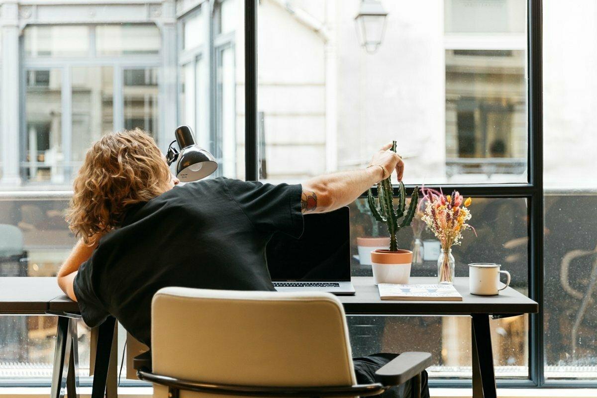 Filozofické okénko: Co kdybychom přestali chodit do práce?