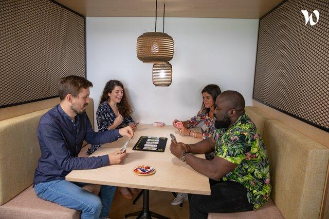 Il y a toujours des volontaires pour jouer aux jeux de société pendant la pause déj'. - CertiNergy & Solutions