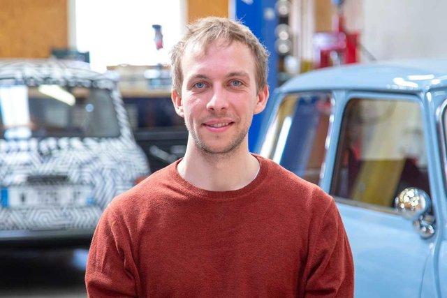 Rencontrez Roland, Président - Ian Motion