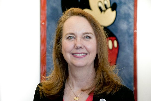 Rencontrez Lisa, Directrice Alignement & Transformation RH - Disneyland® Paris