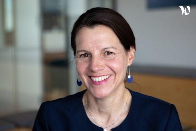 Rencontrez Muriel, Associé expérience client & innovation chez BearingPoint - YouMeO by BearingPoint
