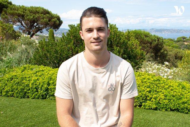Rencontrez Yannis, Maître d'hôtel - Jardin Tropézina - Airelles