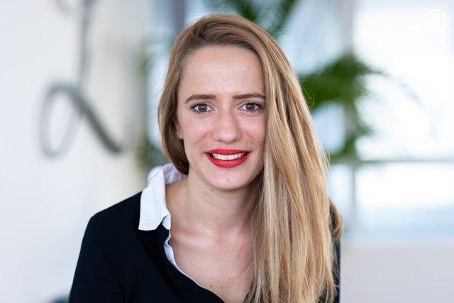 Rencontrez Alexandra, Analyste Confirmée - Largilliere Finance