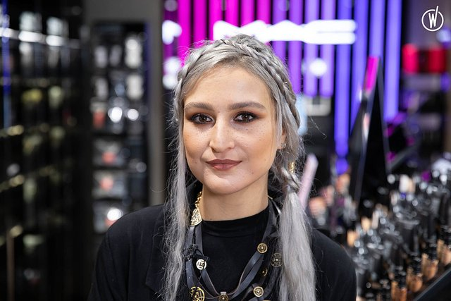 Rencontrez Charlotte, Maquilleuse Vendeuse - MAC Cosmetics