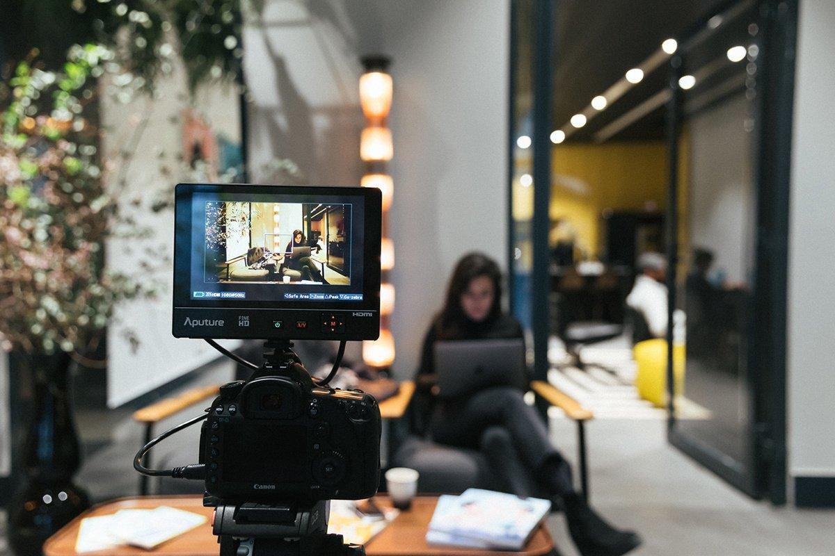 ¿Qué es una entrevista en vídeo pregrabada?