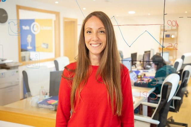 Conoce a Esther, Brand Manager - Wired & Linked