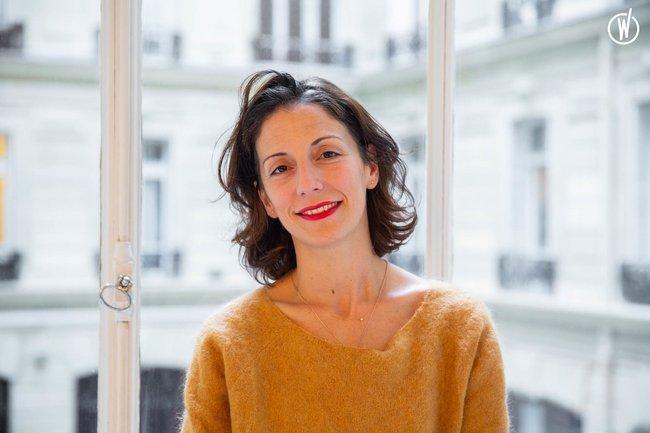 Rencontrez Marie, Directrice du Développement - Une Robe Un Soir