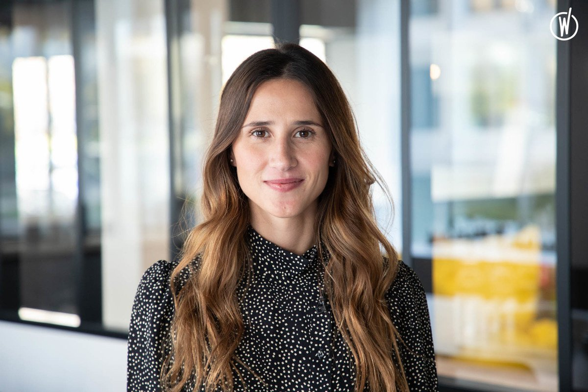 Rencontrez Nina, Responsable Marketing  - evs professionnel
