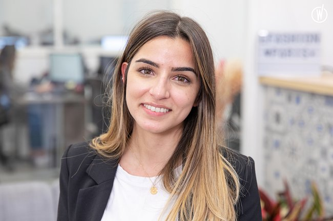 Rencontrez Cynthia, Responsable service client - Efashion Paris