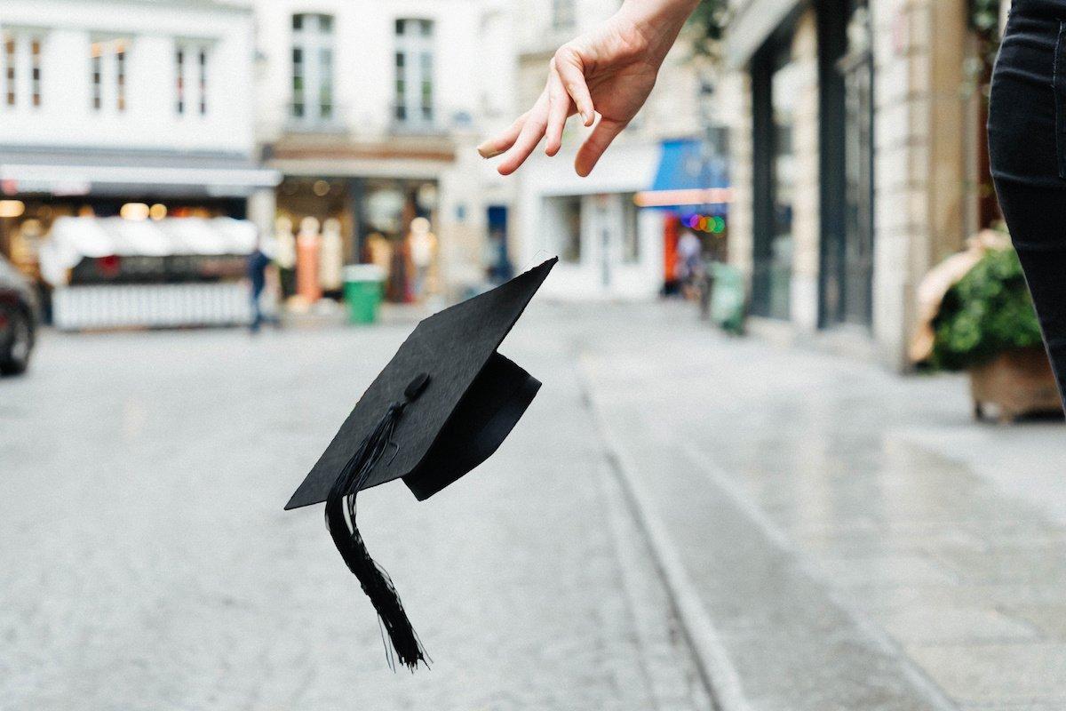 Vers la fin du diplôme en France ?