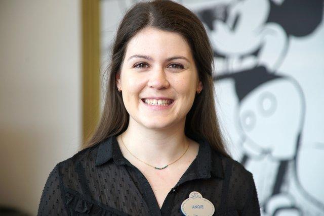 Rencontrez Angie, Business Analyst - Disneyland® Paris