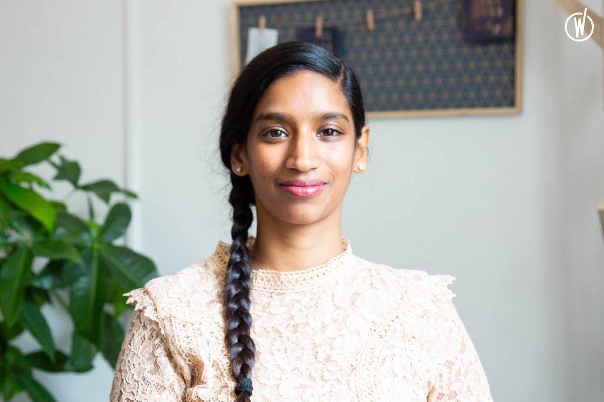 Rencontrez Parveen, Office Manager  - IN SUN WE TRUST