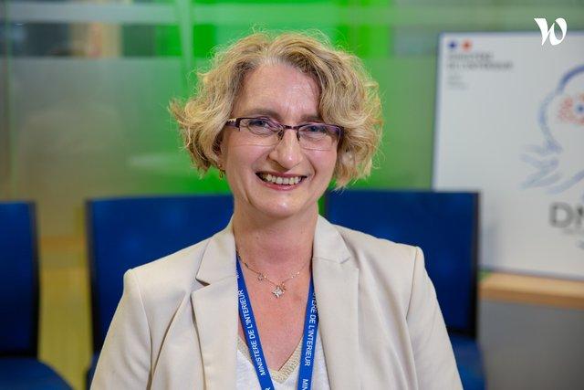 Rencontrez Alexandra, cheffe du bureau du pilotage stratégique - Ministère de l'Intérieur