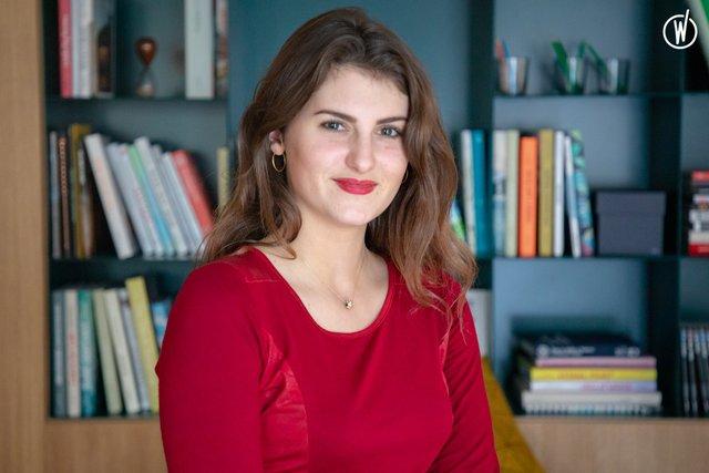 Rencontrez Léa, Community Associate - IWG (Spaces, Regus, Stop&Work, HQ, Signature)