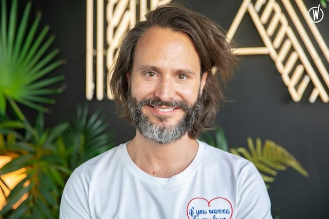 Conoce a Bertrand, Chief Marketing Officer CMO - BAM Karaoke Box