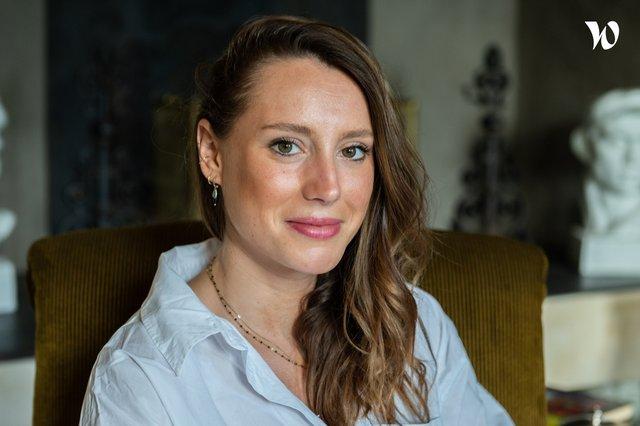 Rencontrez Justine, Responsable éditorial / Content manager - Maison Bloom