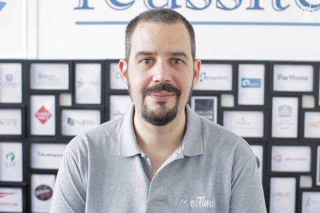 Rencontrez Cyril, Chef de Produit - e2Time.com