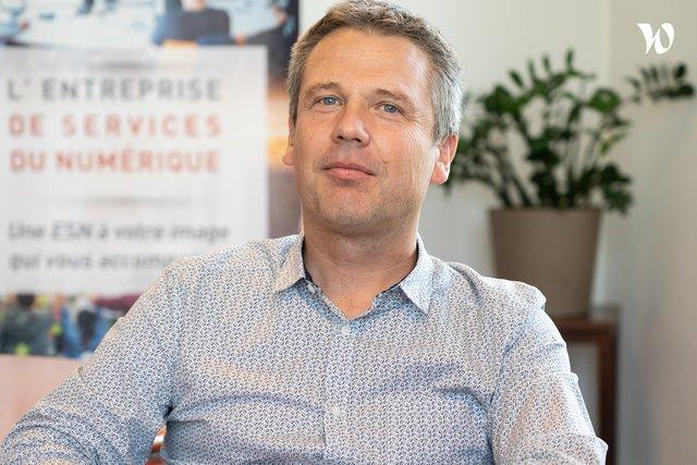 Rencontrez Emmanuel, Directeur Innovation et Technologies - Genesis Groupe