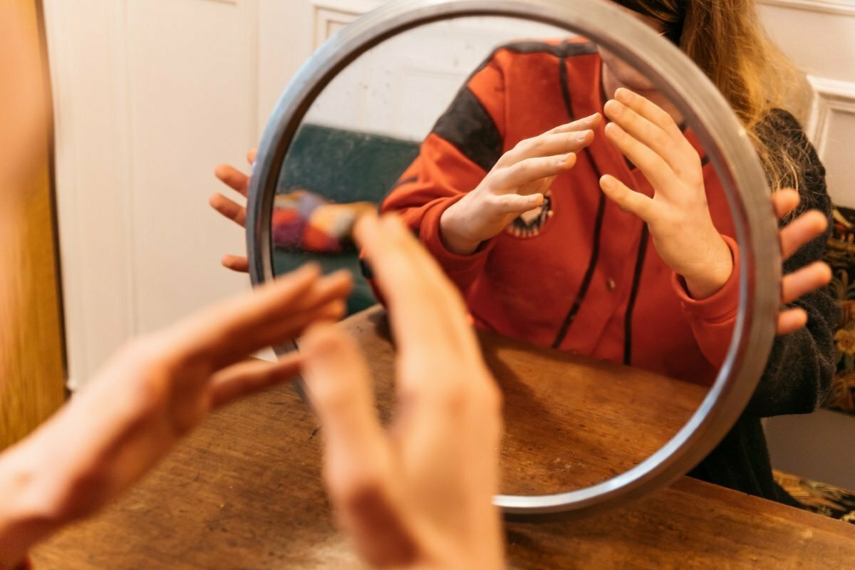Mirror, mirror: how neurons boost professional interactions