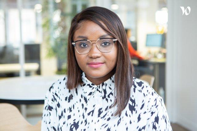 Rencontrez Oumou, CFO  - R Web