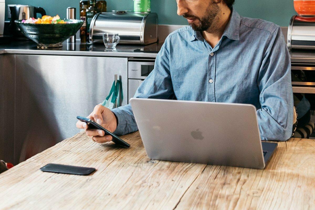 Introvertido en la era del teletrabajo: cómo mantener el contacto