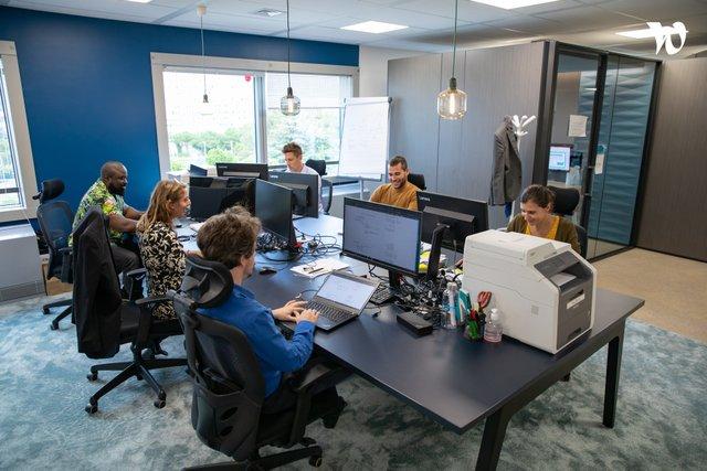 Ici on travaille en flex, chacun s'assoie où il veut pour travailler. - CertiNergy & Solutions