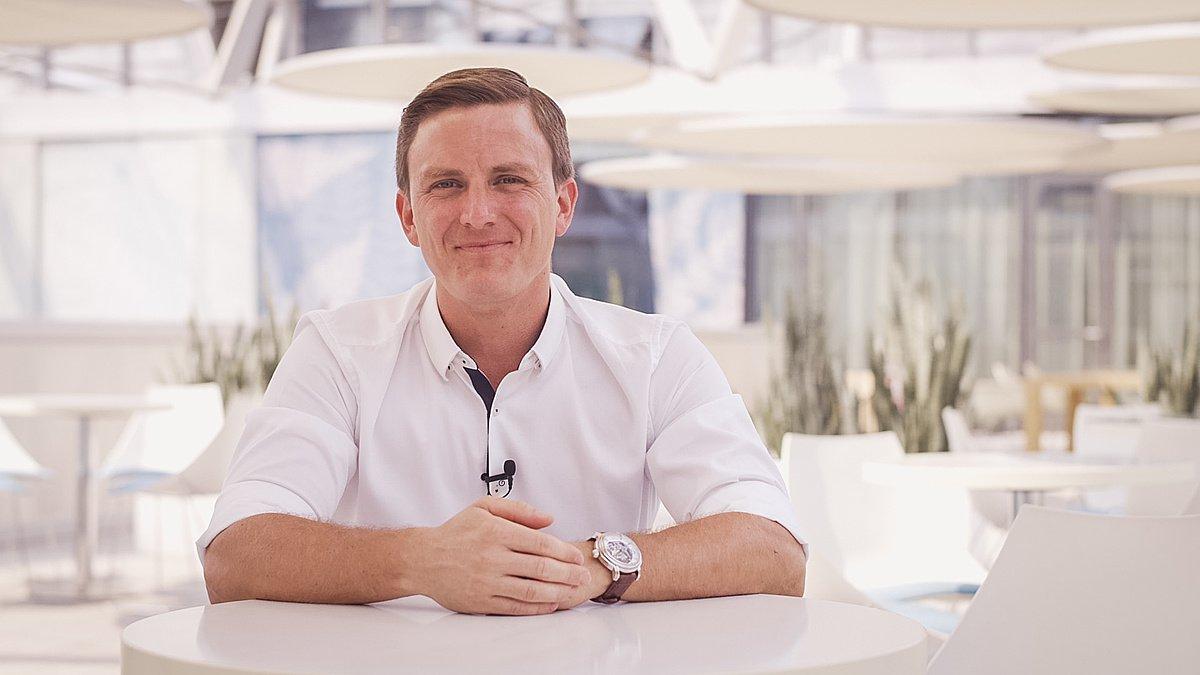 Meet Štěpán Dedek, Associate Manager Distributor Sales - Edwards Lifesciences