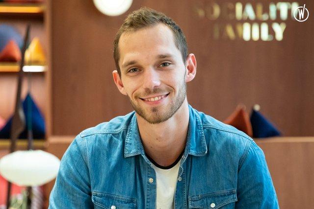 Rencontrez Thibault, Chef de Projet Logistique - The Socialite Family