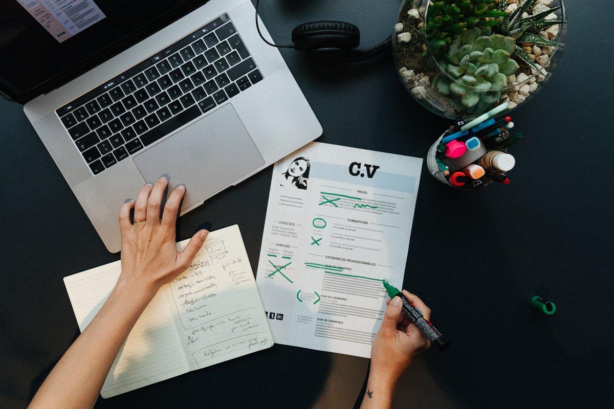 8 erreurs à éviter sur un CV : conseils et solutions
