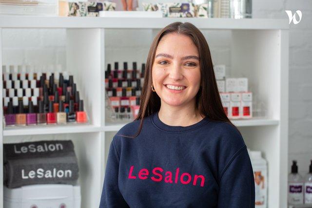 Rencontrez Zoe, Marketing Executive - LeSalon