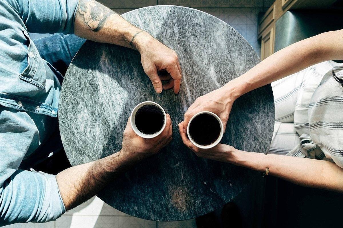Jak předejít trapnému tichu a zvládnout small talk?