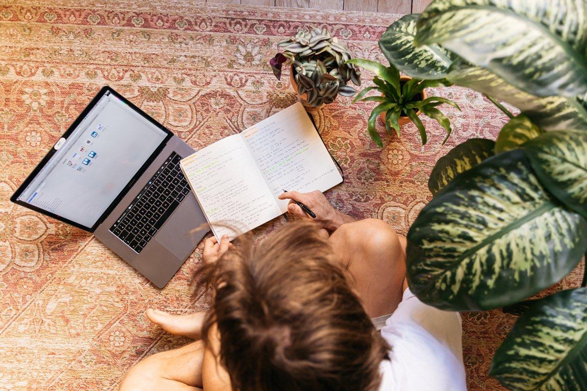 Léto a hledání práce: má smysl čekat na konec prázdnin?